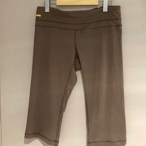🧘♀️2/$30 LOLE Cropped straight leg pants taupe M